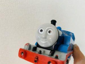 眉毛がないトーマスプラレール